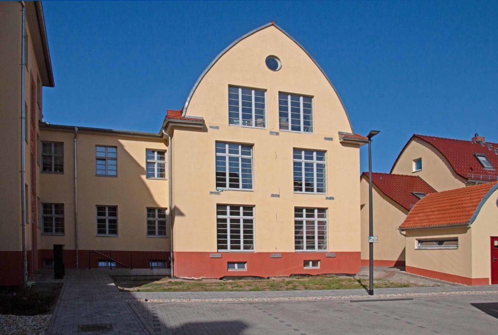 Das frühere Arbeits-, Wohlfahrts- und Gesundheitsamt der Stadt Merseburg in der Christianenstraße wurde 2017/18 saniert und zum Wohnhaus umgebaut. Foto: Ingo Paszkowsky