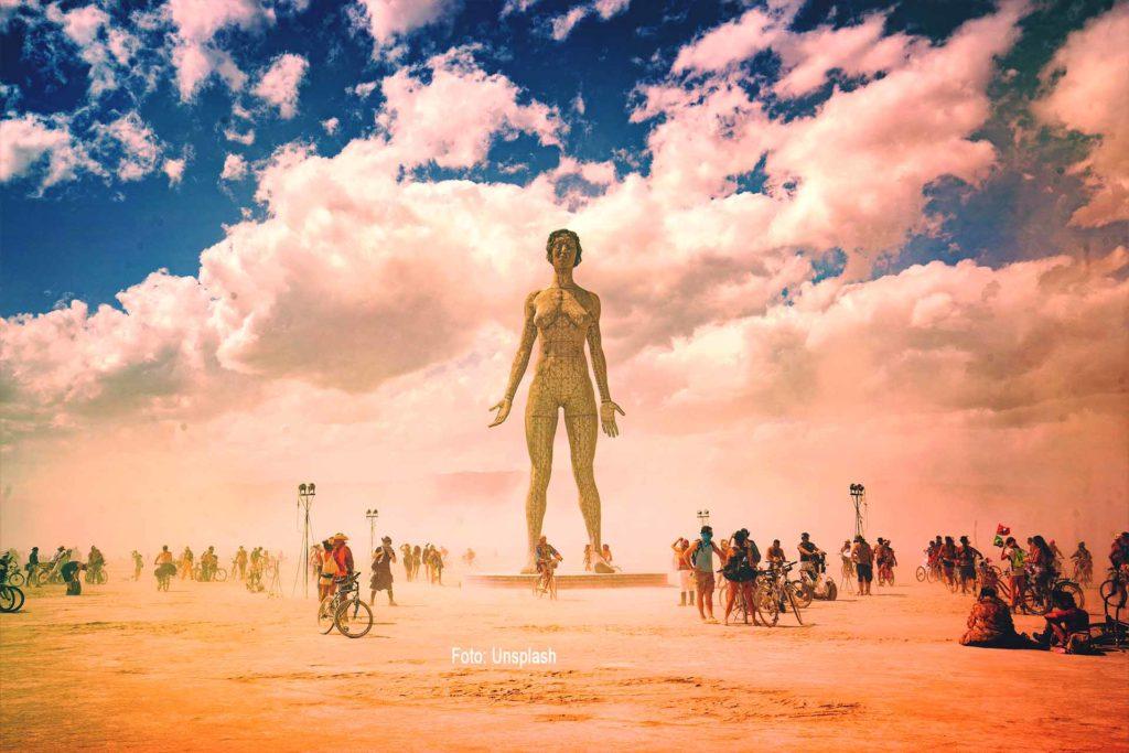 Der Burning Man ist hier eine Frau. Black Rock City, Nevada, USA
