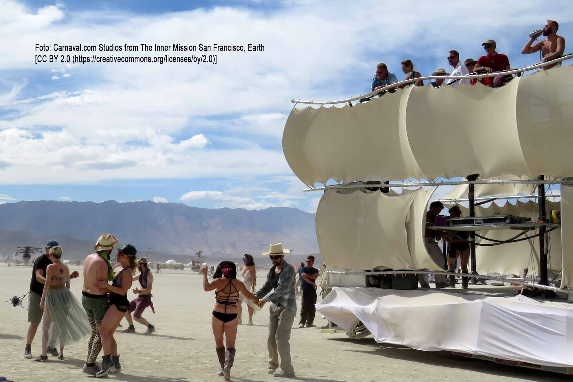 Burning Man 2016 / Foto: Carnaval.com Studios from The Inner Mission San Francisco, Earth [CC BY 2.0 (https://creativecommons.org/licenses/by/2.0)]