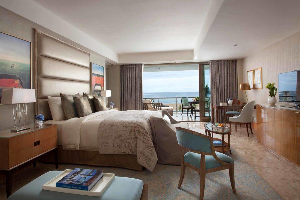 Schlafzimmer in der Baron Suite im The Mulia / Copyright: The Mulia, Mulia Resort & Villas – Nusa Dua, Bali