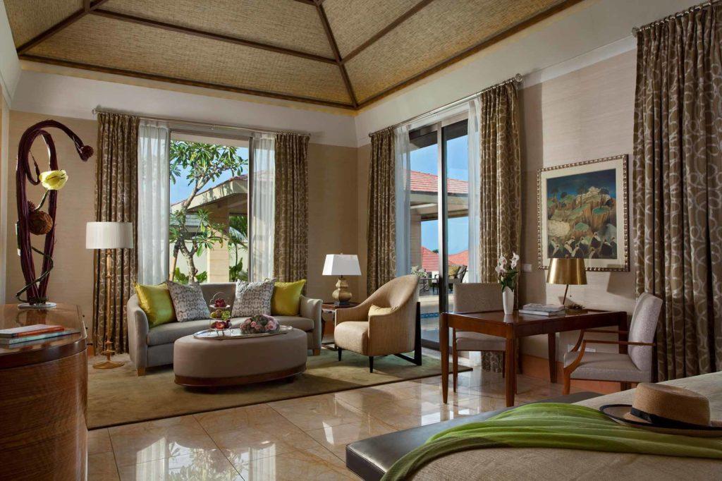 Mulia Villas: Wohnzimmer einer Villa mit einem Schlafzimmer / Copyright: The Mulia, Mulia Resort & Villas – Nusa Dua, Bali