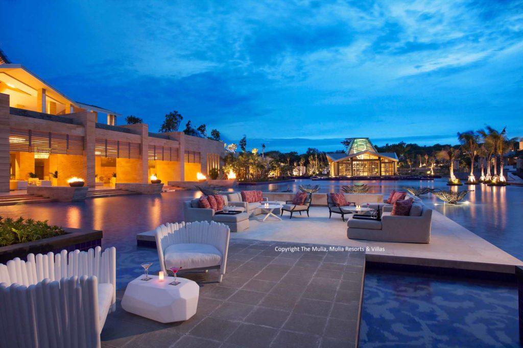 Außenbereich der ZJ's Bar & Lounge / Copyright: The Mulia, Mulia Resort & Villas – Nusa Dua, Bali