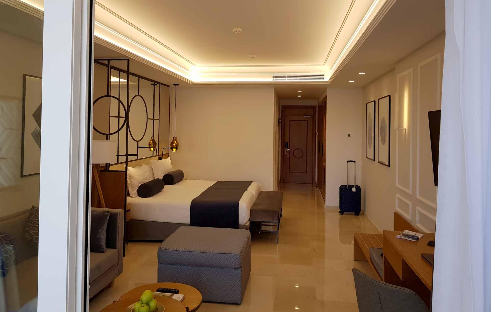 Großzügige Zimmer im Grupotel Playa de Palma Prestige Suites & Spa. / Foto: Ingo Paszkowsky