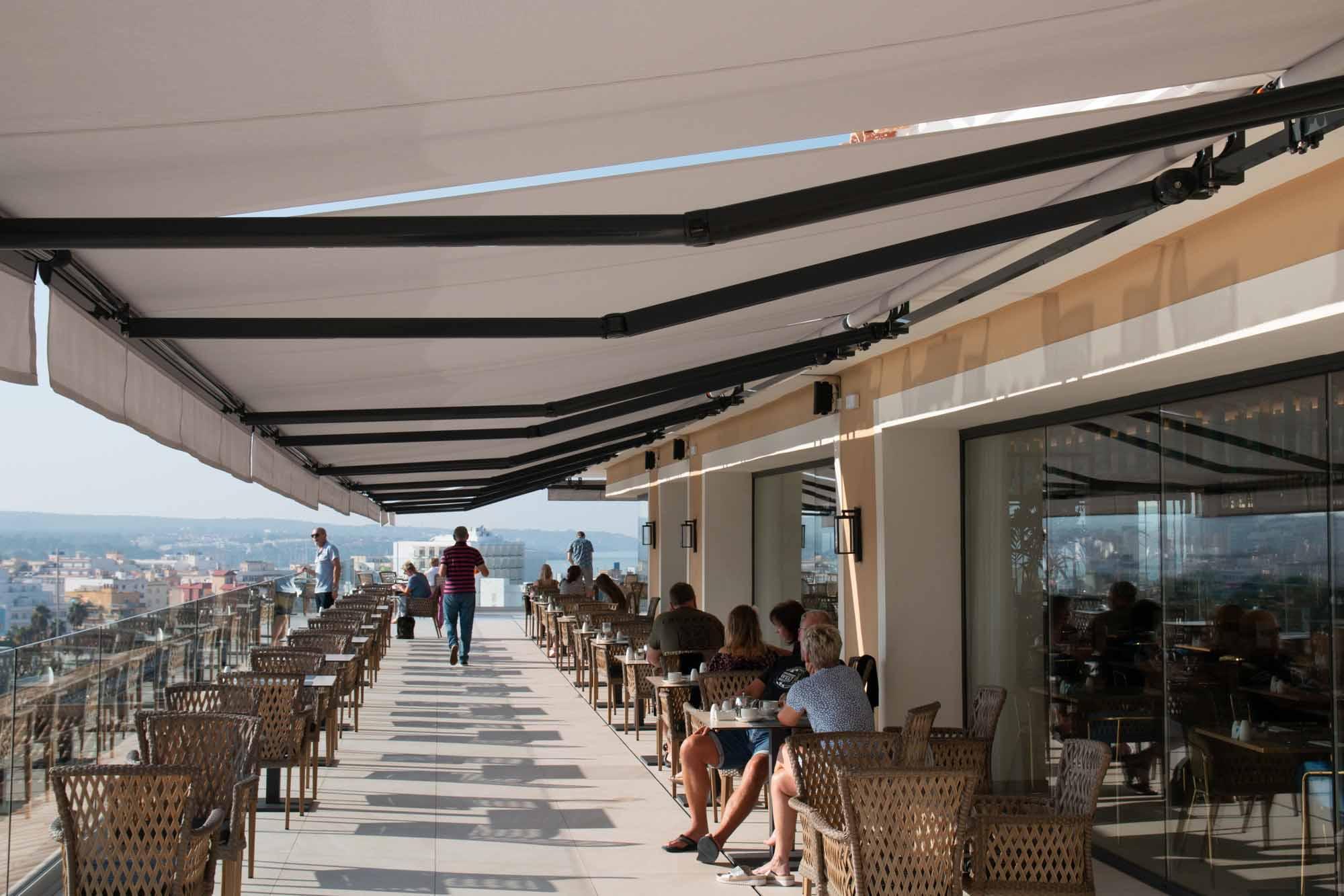 Grandiose Aussicht über Palma de Mallorca vom Restaurant des Grupotel Playa de Palma Prestige Suites & Spa. / Foto: Ingo Paszkowsky
