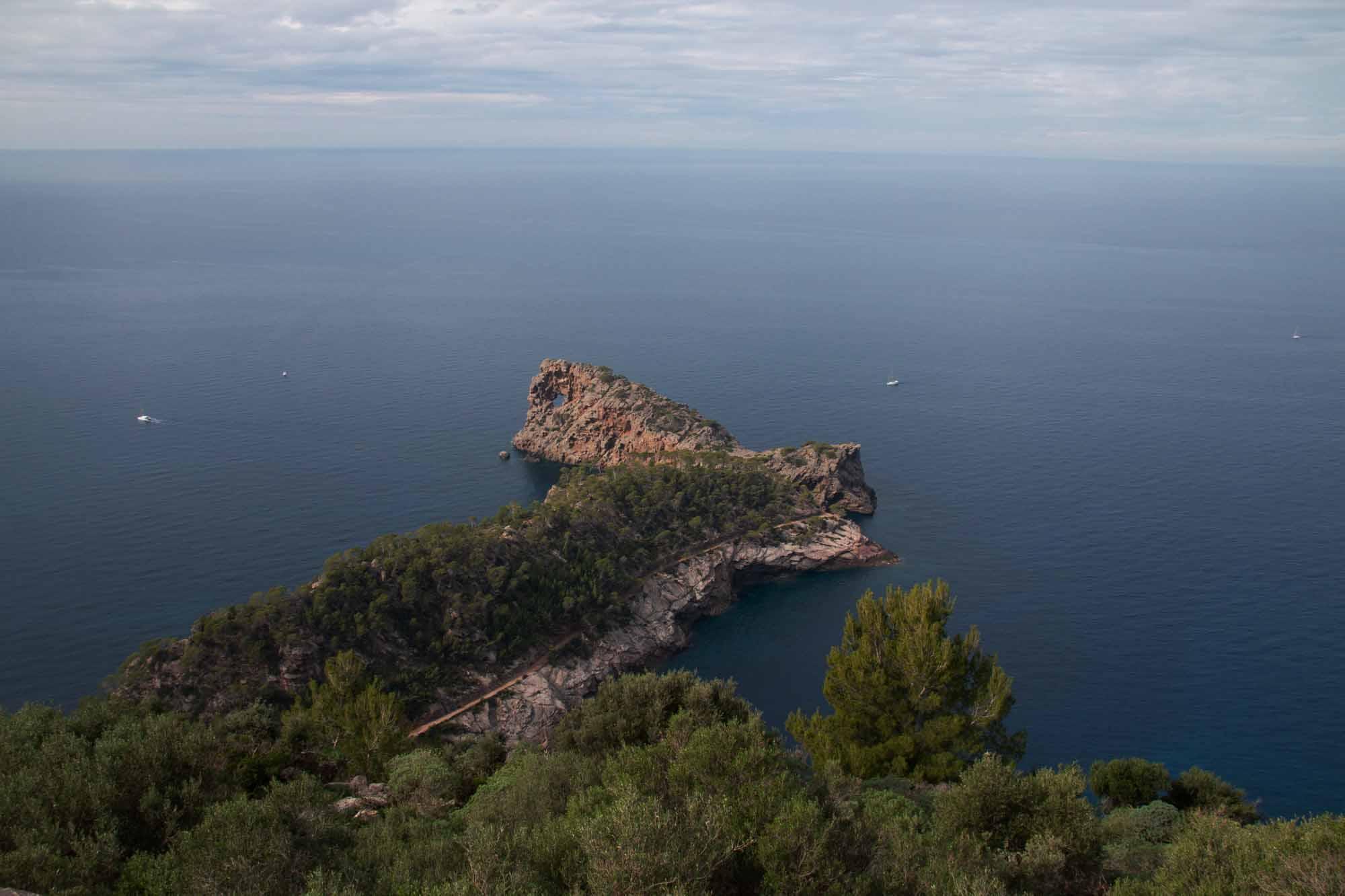 Sa Foradada: Die berühmte Halbinsel mit dem Loch im Felsen und dem gleichnamigen Restaurant. Im Bild nicht zu sehen / Foto: Ingo Paszkowsky