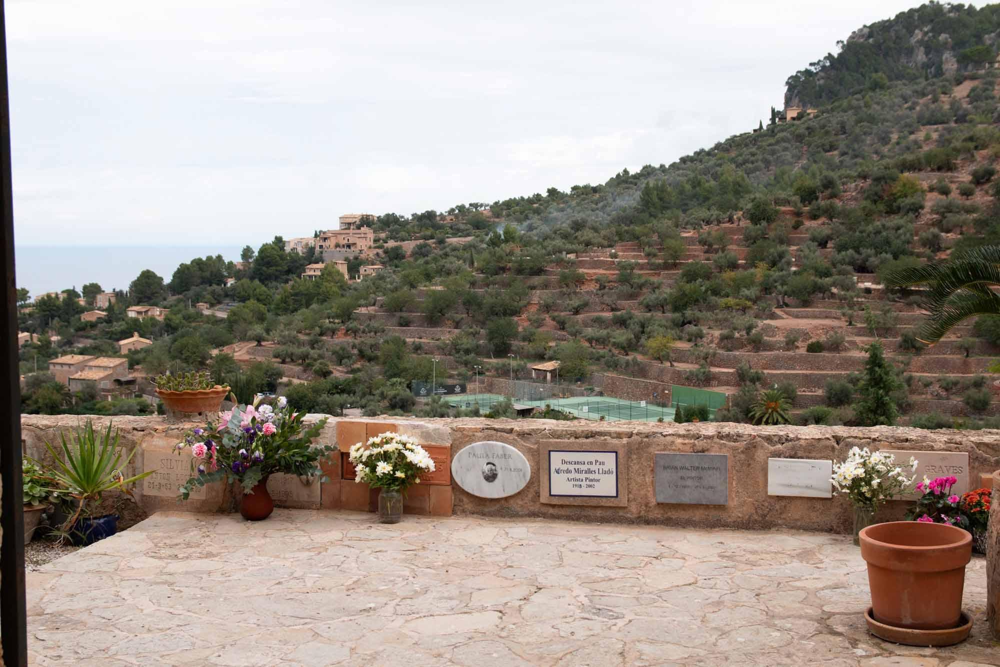 Der Friedhof in Deià ist nicht nur wegen der Aussicht von dort unbedingt sehenswert / Foto: Ingo Paszkowsky