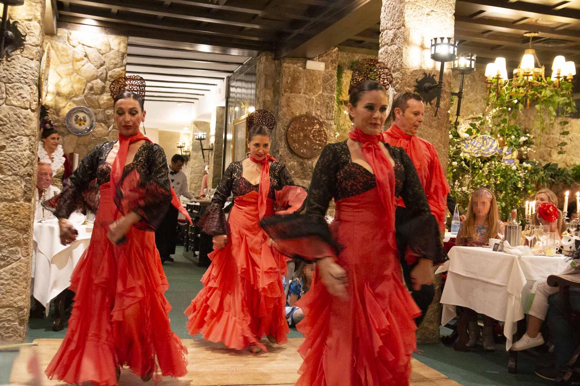 Tanzdarbietung beim Halloween-Abend im Hotel Bonsol