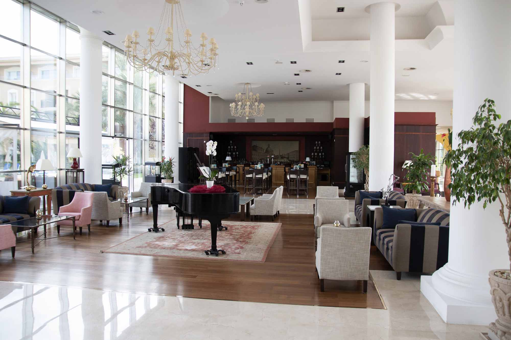 Die Lobby im Grupotel Playa de Palma Suites & Spa / Foto: Ingo Paszkowsky