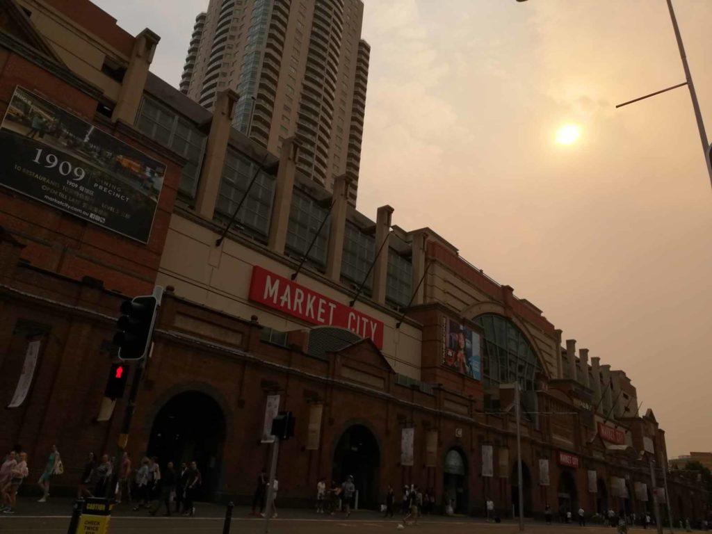 Die Sonne kann den Rauch kaum noch durchdringen. Aufnahme in Sydney Mitte Dezember 2019 / Foto: Emma Wolschendorf