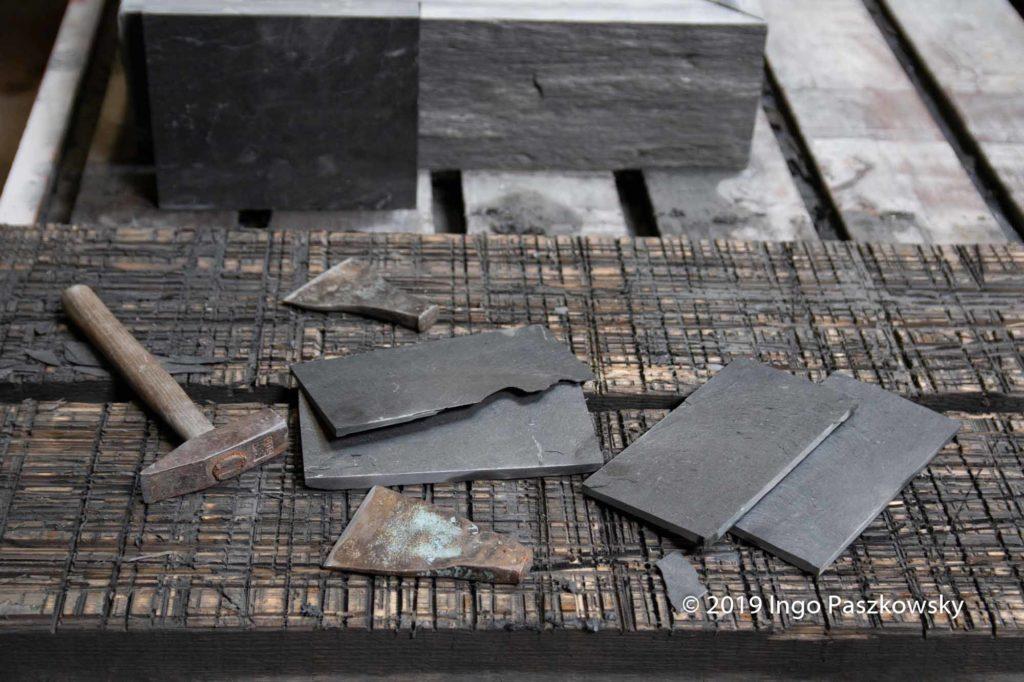 Schieferbergwerk Lotharheil. Simples Werkzeug zum Spalten, dennoch ist die Angelegenheit kompliziert / Foto: Ingo Paszkowsky