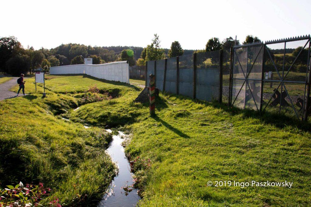 """Auf dem Freigelände des Mauermuseums in """"Little Berlin"""" steht die Mauer auf einer Länge von 100 Metern noch im Original / Foto: Ingo Paszkowsky"""