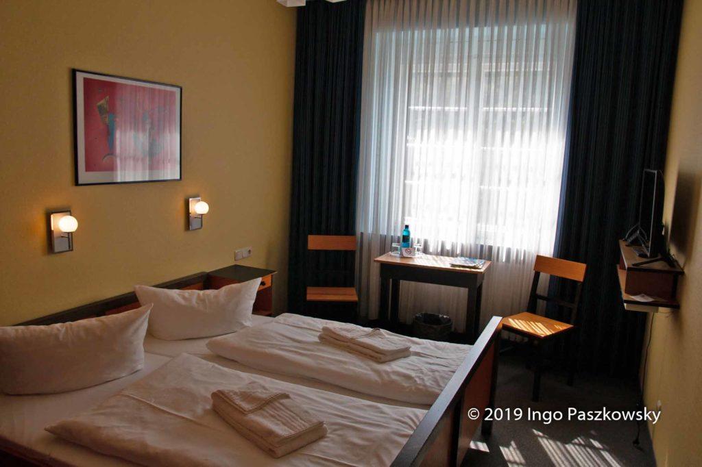 Hotelzimmer im Bauhaus-Stil / Foto: Ingo Paszkowsky