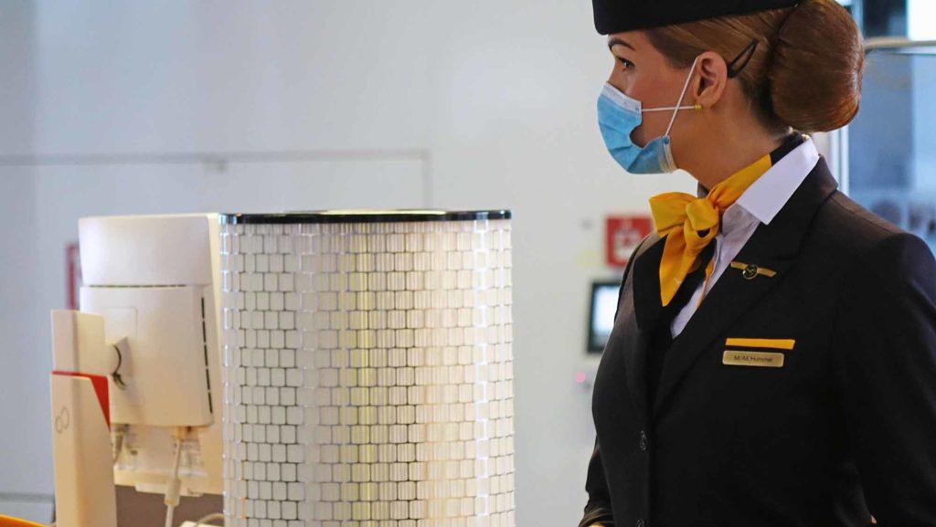 HEPA-Filter im Einsatz. Außerdem ist das Tragen eines Mund-Nasen-Schutzes während des Einsteigens, an Bord und während des Aussteigens verpflichtend. Lufthansa Crew-Mitglieder tragen in der Kabine während des ganzen Fluges ebenfalls einen Mund-Nasen-Schutz. / Foto: Lufthansa