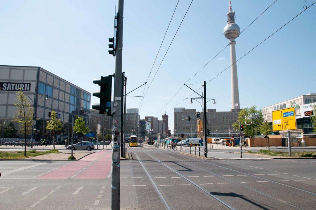 Blick in Richtung Alexanderplatz am 27. April 2020 zur Mittagszeit / Foto: Ingo Paszkowsky