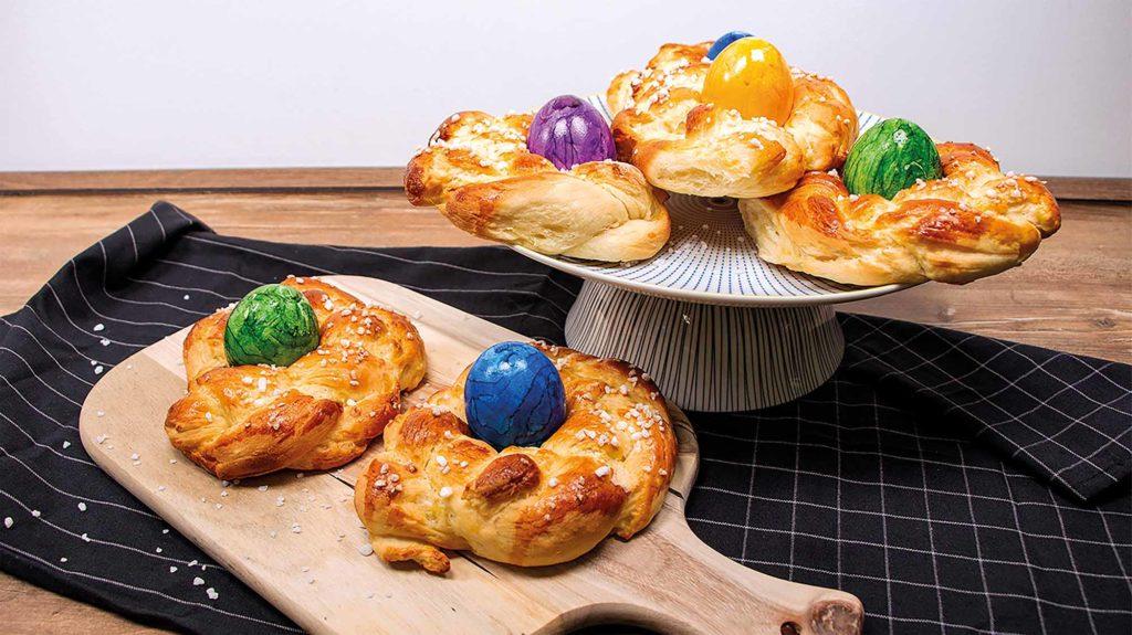 In den leckeren Osternestern aus Kartoffel-Hefeteig bilden Knolle und Ei ein perfektes Duo zum Osterfest. / Quelle: KMG/www.die-kartoffel.de