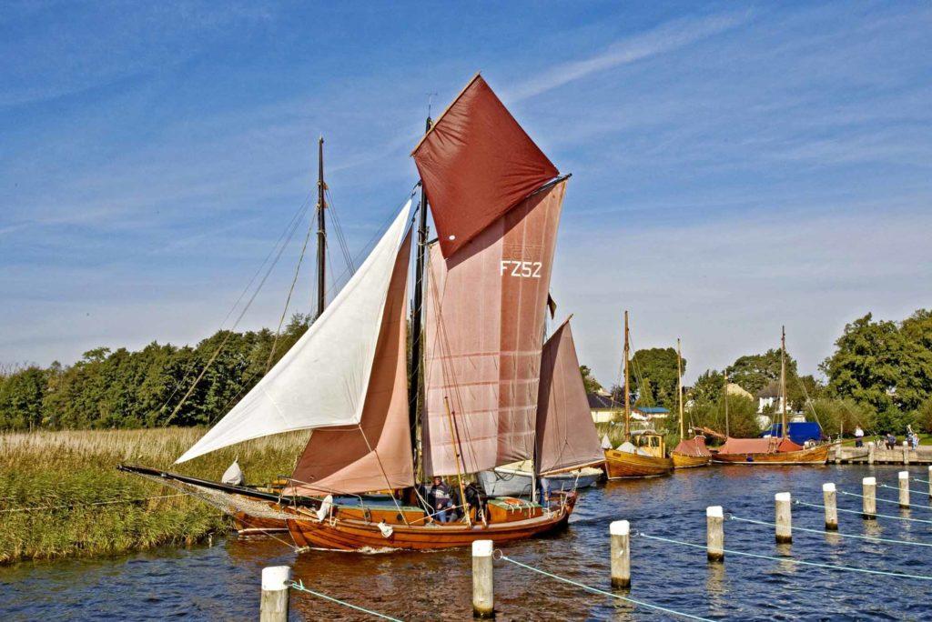 Ein Zeesboot im Hafen von Wieck / Quelle: Voigt & Kranz UG