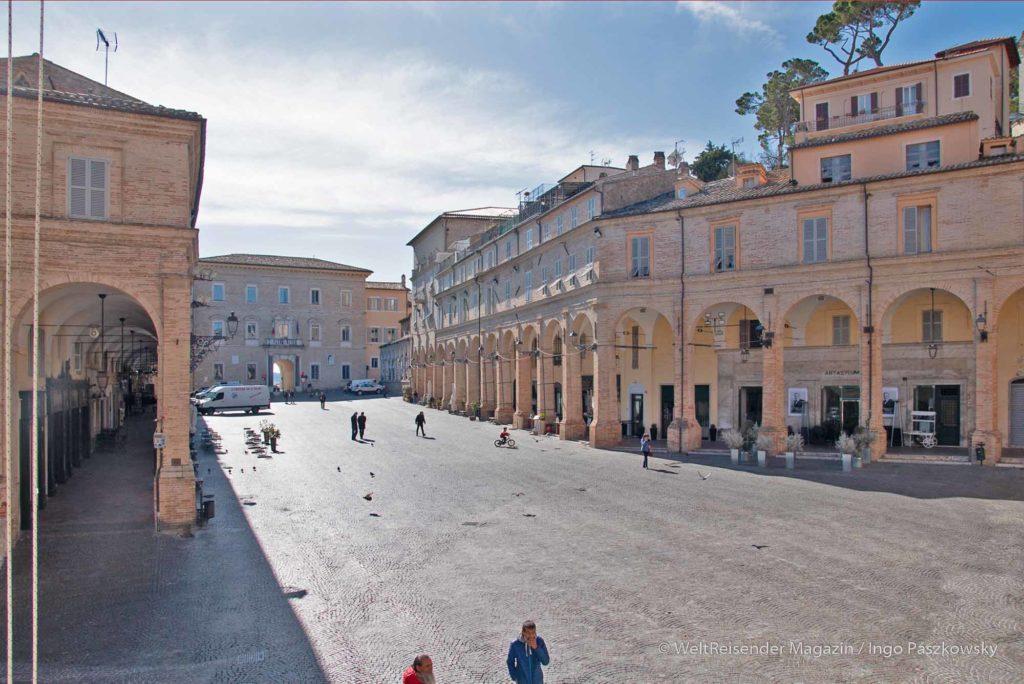 Piazza del Popolo in Fermo, Ende Februar 2020 / Foto: Ingo Paszkowsky