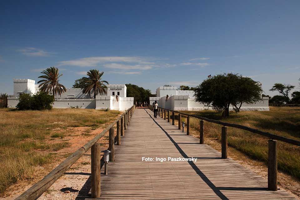 Das Fort Namutoni ist die schönste der drei Anlagen oder Rastlager im Etosha National Park. Foto: Ingo Paszkowsky