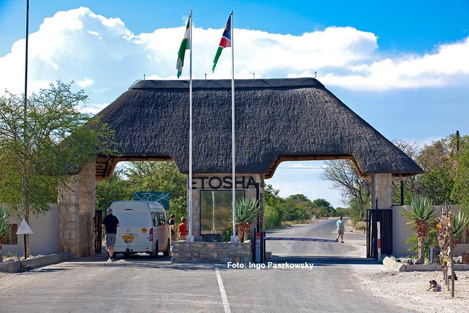 Einfahrt zum Etosha Nationalpark / Foto: ingo Paszkowsky