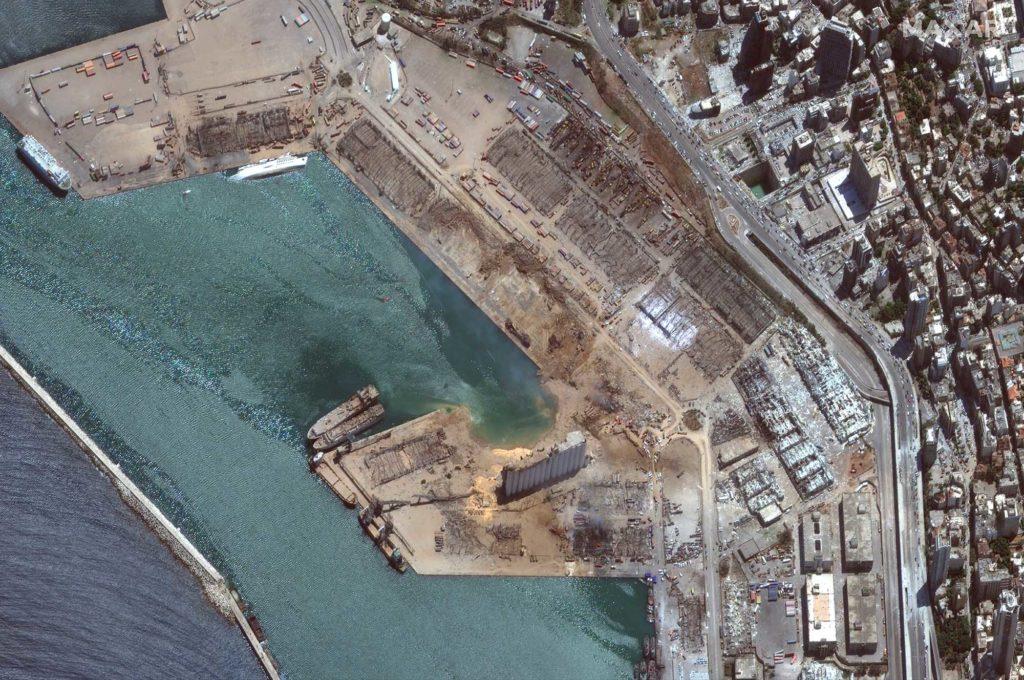 Der Hafen von Beirut aus der Satelliten-Perspektive am 5. August 2020 nach der verheerenden Explosion am 4. August 2020 / Foto: Satellite image ©2020 Maxar Technologies