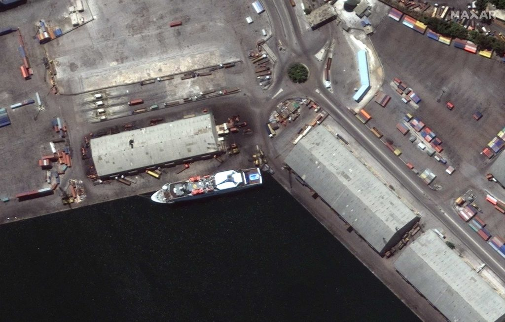 Das Kreuzfahrtschiff sinkt als Folge der Explosion im Hafen von Beirut. Hier eine Aufnahmevom 31. Juli 2020. / Foto: Satellite image ©2020 Maxar Technologies