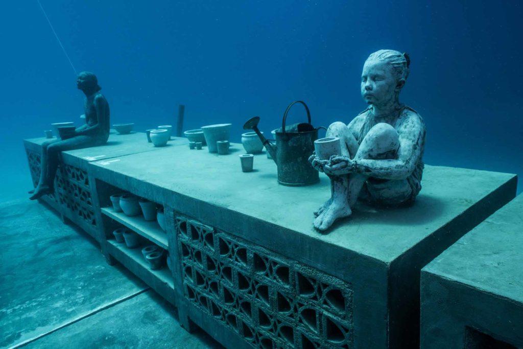 Die Skulpturen befinden sich auf dem sandigen Meeresboden in einer Tiefe zwischen 10 und 18 Metern. / Photo Credit: Jason deCaires Taylor