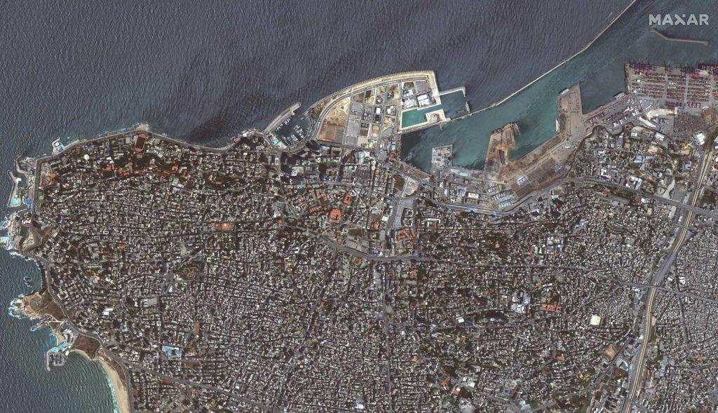 Blick über Beirut nach der Explosion. Die Zerstörungen im Hafen sind gut zu erkennen. Die Aufnahme stammt vom 5. August 2020 / Foto: Satellite image ©2020 Maxar Technologies