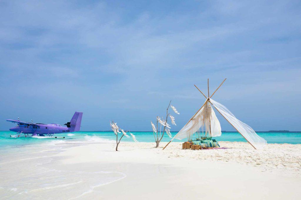 Ein Highlight des Workation Package ist die Möglichkeit, für eine Stunde von einer abgelegenen Sandbank aus zu arbeiten – mit verschlüsselter Highspeed-WLAN Netzwerkverbindung. / Copyright: The Nautilus Maldives