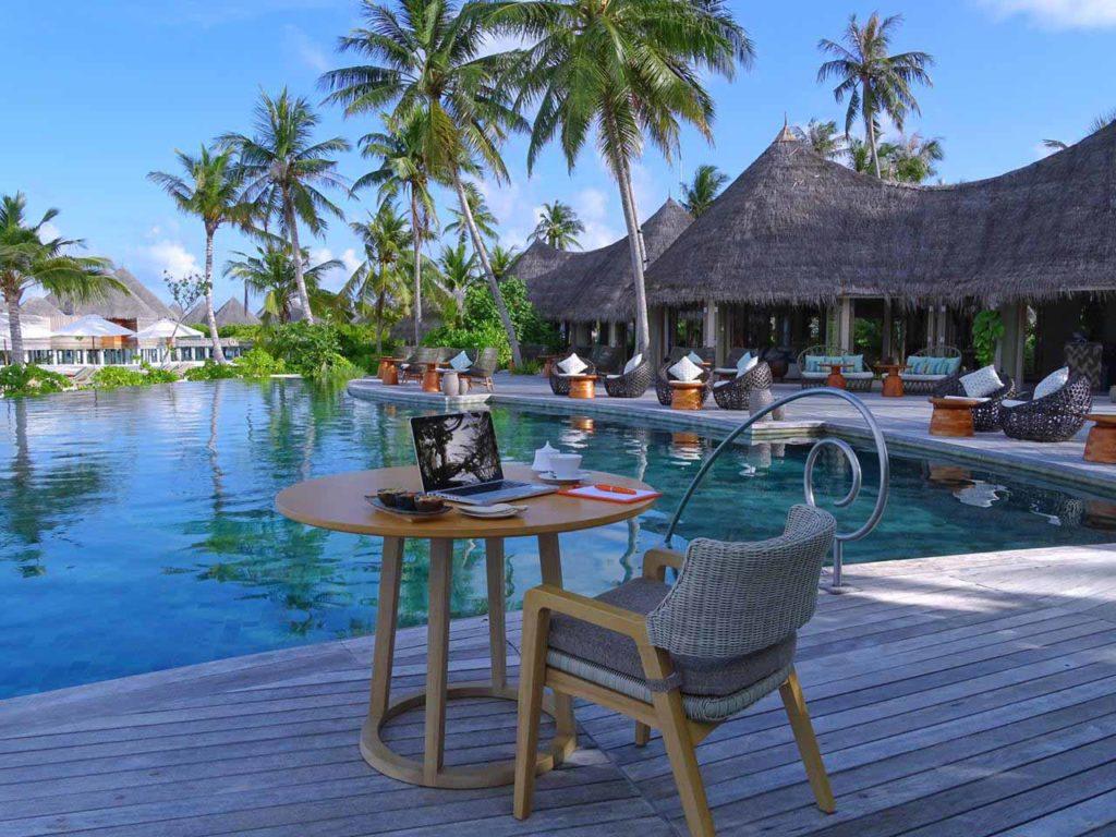 """Das """"Workation Package"""" beinhaltet je nach Wunsch sieben bis 21 Übernachtungen in einem Beach House, Frühstück – alle Mahlzeiten werden ohne zusätzliche Kosten in die Villa gebracht – und die Transfers mit dem privaten Wasserflugzeug / Copyright: The Nautilus Maldives"""