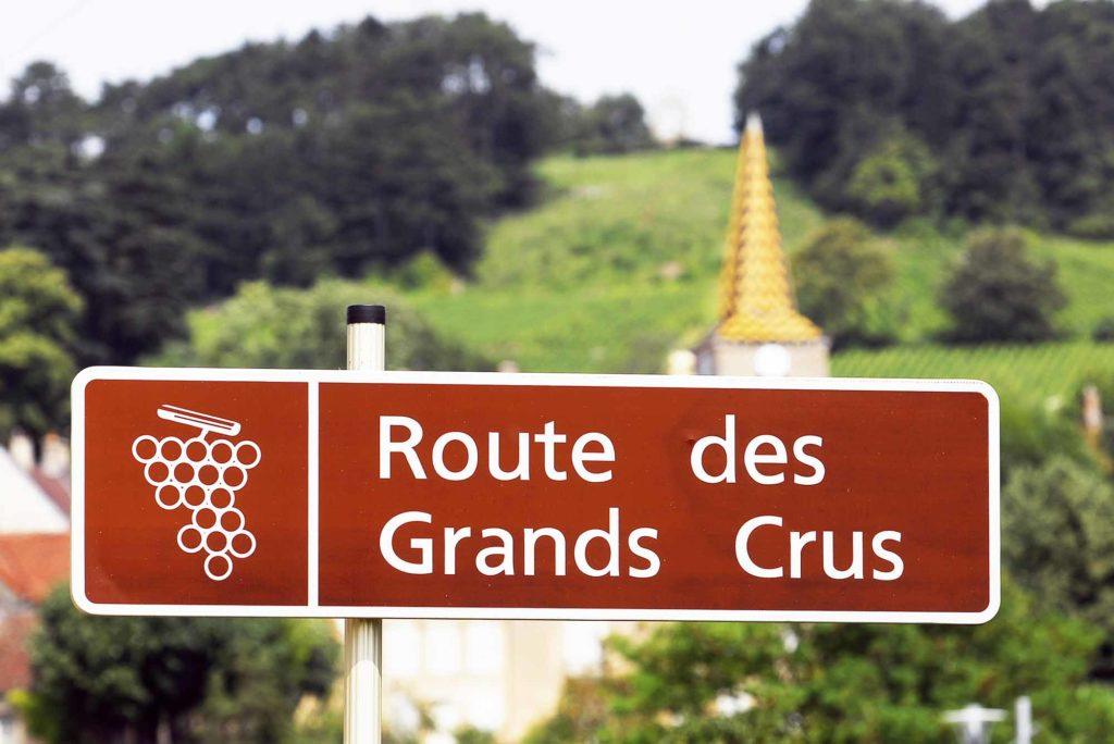 Die Route des Grands Crus in der Gemeinde Pernand-Vergelesses / Foto: Alain DOIRE / Bourgogne-Franche-Comté Tourisme