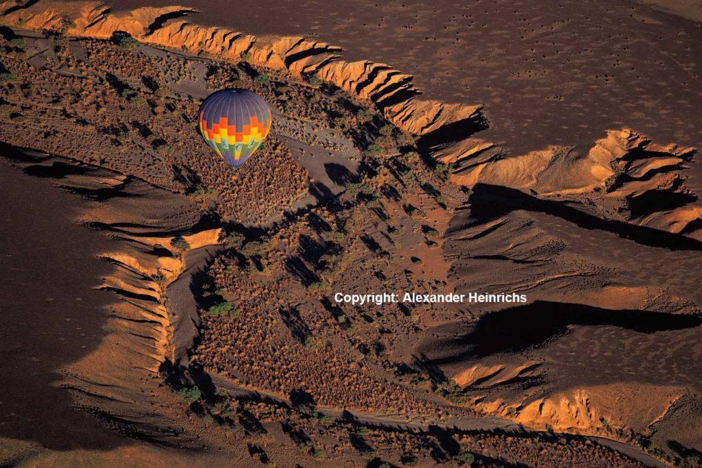 Die Namib aus der Vogelperspektive. Foto: Alexander Heinrichs Photographie