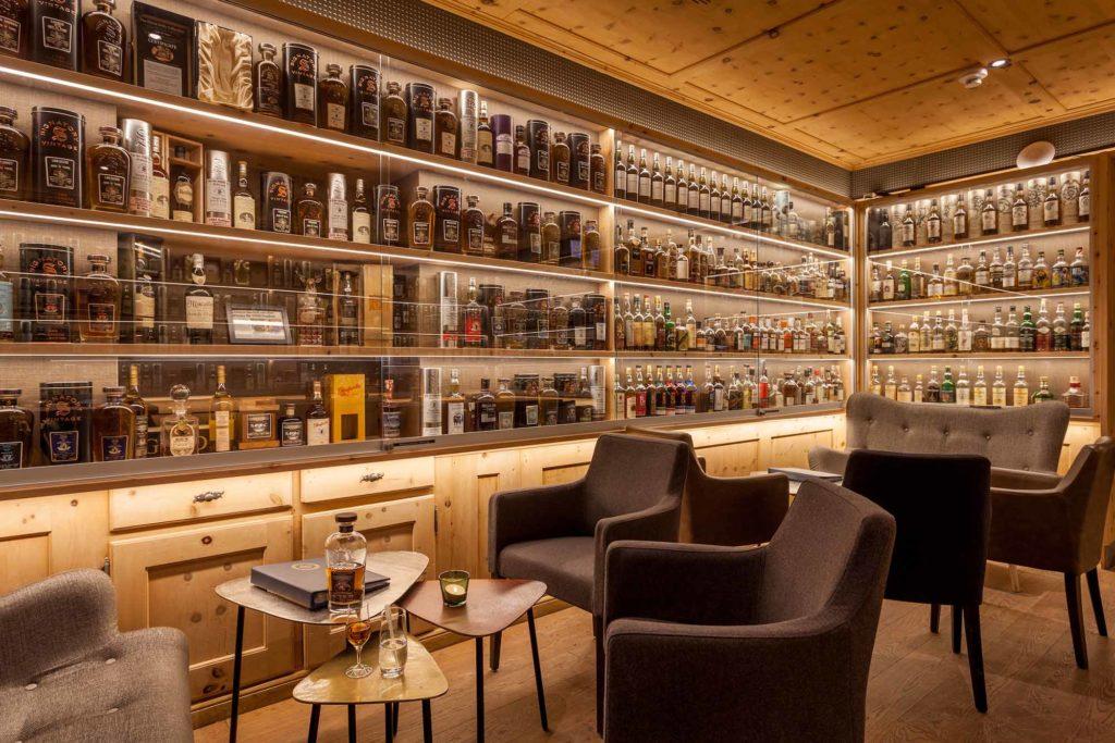 Whiskylounge im Hotel Waldhaus am See St. Moritz / © Hotel Waldhaus am See