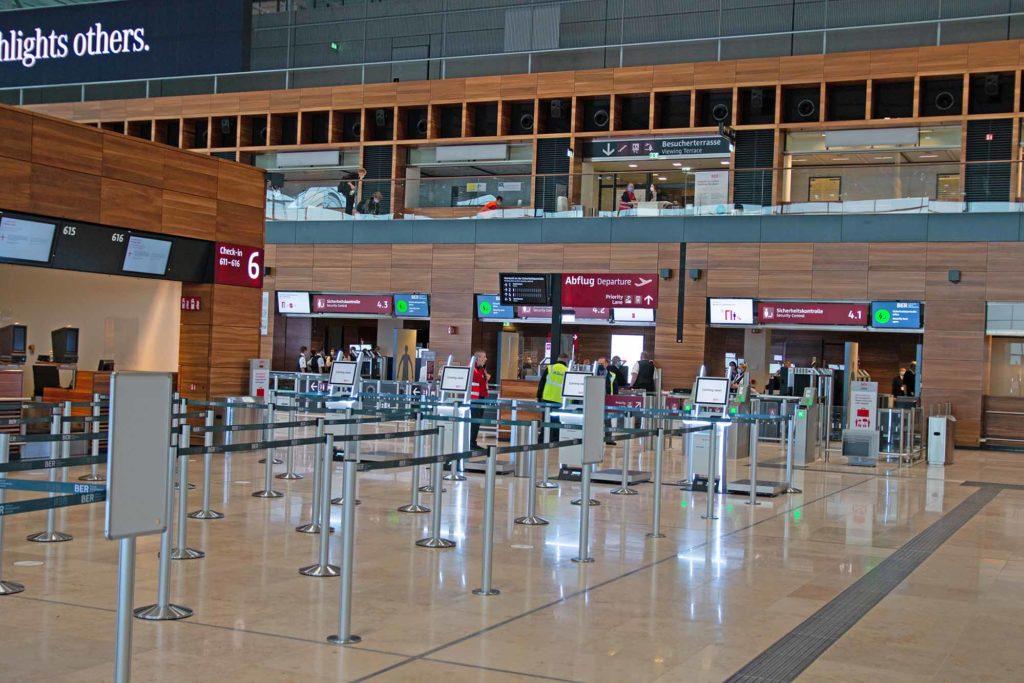Auf der Ebene 4 im Terminal ist eine Besucherterasse / Foto: Ingo Paszkowsky