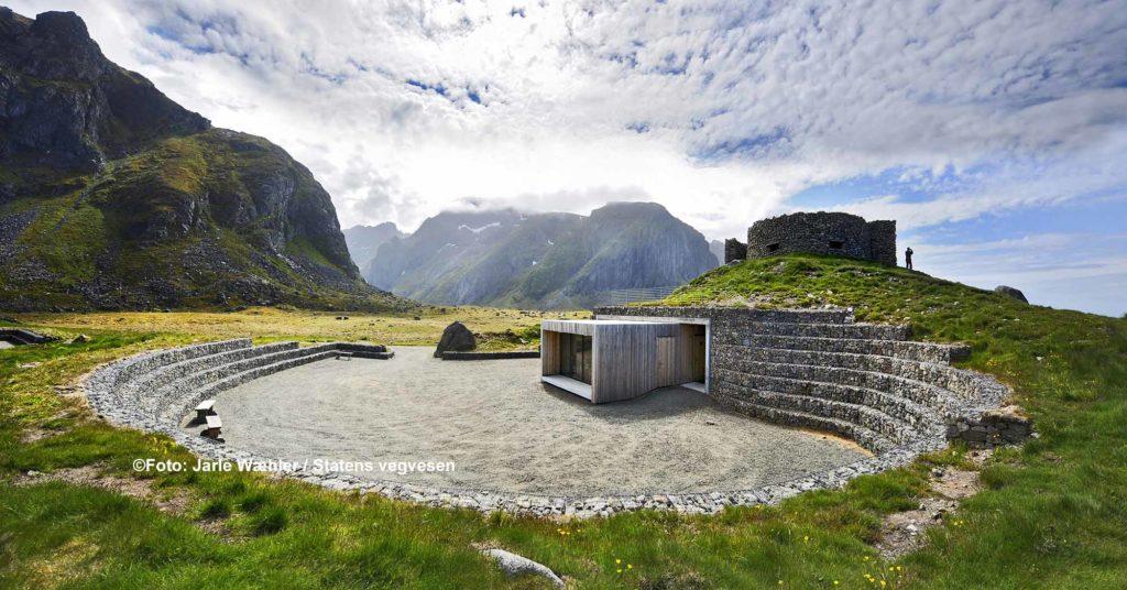 Das alte Fischerdorf Eggum liegt auf der Seeseite der Insel Vestvågøy auf den Lofoten / ©Foto: Jarle Wæhler / Statens vegvesen