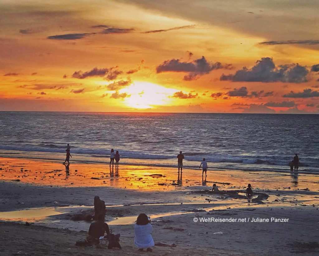 Kuta im Regierungsbezirk Badung auf Bali. Kuta ist bekannt für seinen kilometerlangen, breiten Sandstrand / © WeltReisender.net / Juliane Panzer