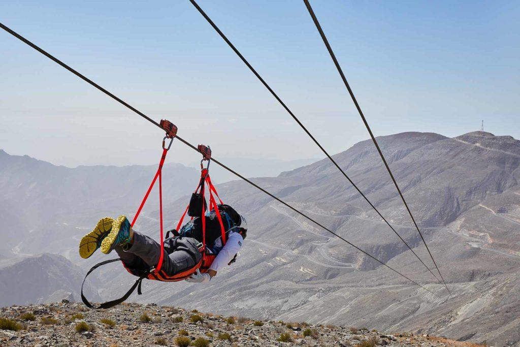 Die längste Zipline der Welt auf dem höchsten Berg der VAE, dem Jebel Jais. / Copyright Ras Al Khaimah Tourism Development Authority