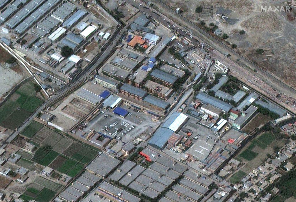 Aufnahme vom Abby Gate Hamid Karzai Airport vom 27. August 2021 um 10:15 Uhr Ortszeit / Satellite image ©2021 Maxar Technologies