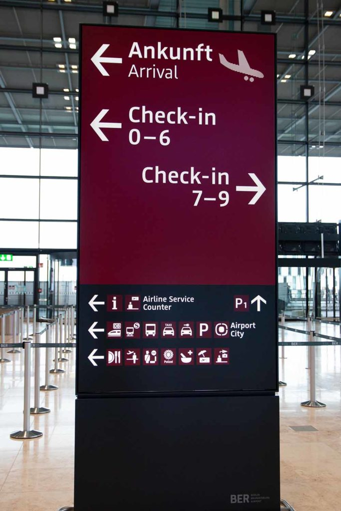 Parken am Flughafen muss nicht teuer sein. Flughafen BER / Foto: Ingo Paszkowsky