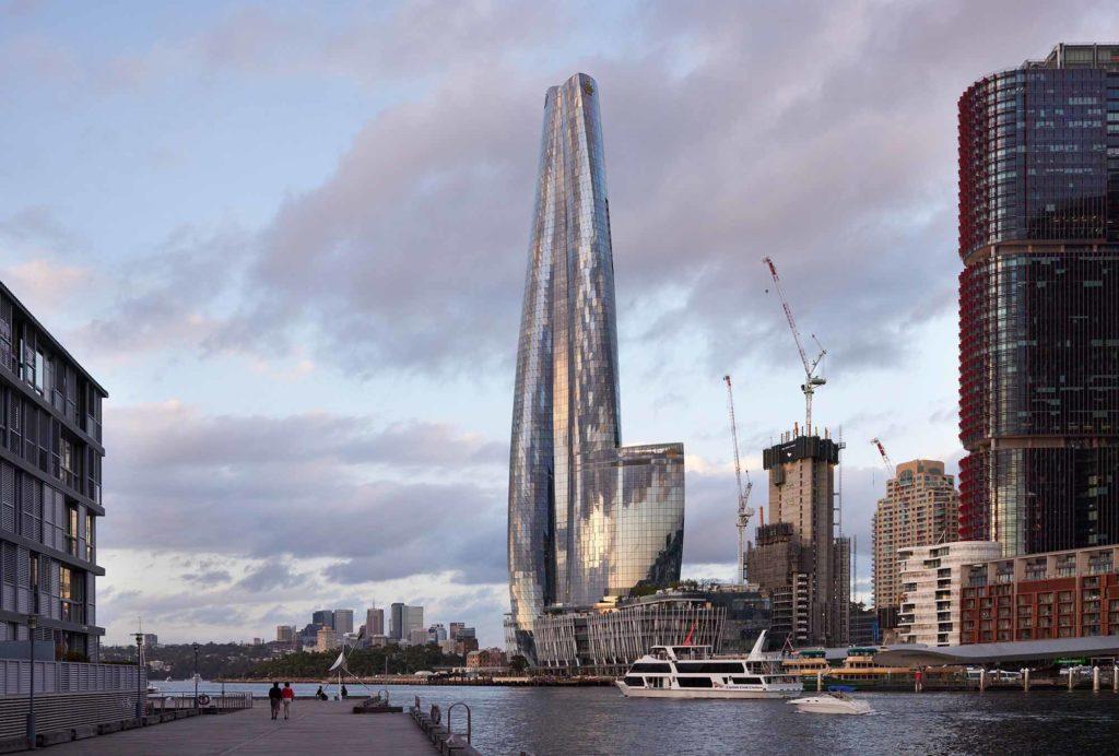 1. Platz: One Barangaroo, Sydney, Australien, 271 Meter hoch, 71 Etagen, Architekten: WilkinsonEyre; Bates Smart. Derzeit das höchste Gebäude in Sydney und das vierthöchste Gebäude in Australien. Die Form des Turms ist von der Natur und geschwungenen geometrischen Formen inspiriert. Der Wolkenkratzer beherbergt ein Hotel, Wohnappartements und ein Kasino. Barangaroo ist der Name eines Gebiets im Zentrum von Sydney, New South Wales, Australien. / Copyright Tom Roe