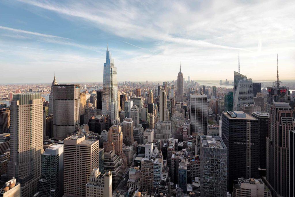 3. Platz Emporis Skyscraper Award, Gebäudename: One Vanderbilt, Ort: New York City, USA, 427 Meter Höhe, 59 Etagen, Architekten: Kohn Pedersen Fox Associates. One Vanderbilt Place ist derzeit das vierthöchste Gebäude in New York City. Der Turm besteht aus vier optisch klar voneinander getrennten Modulen, die zusammen dem Gebäude eine asymmetrische, unverwechselbare Form geben. Die Fassade und das Design des One Vanderbilt sind so konzipiert, dass sie mit dem Grand Central Terminal auf der anderen Straßenseite harmonieren. / Foto Copyright Raimund Koch