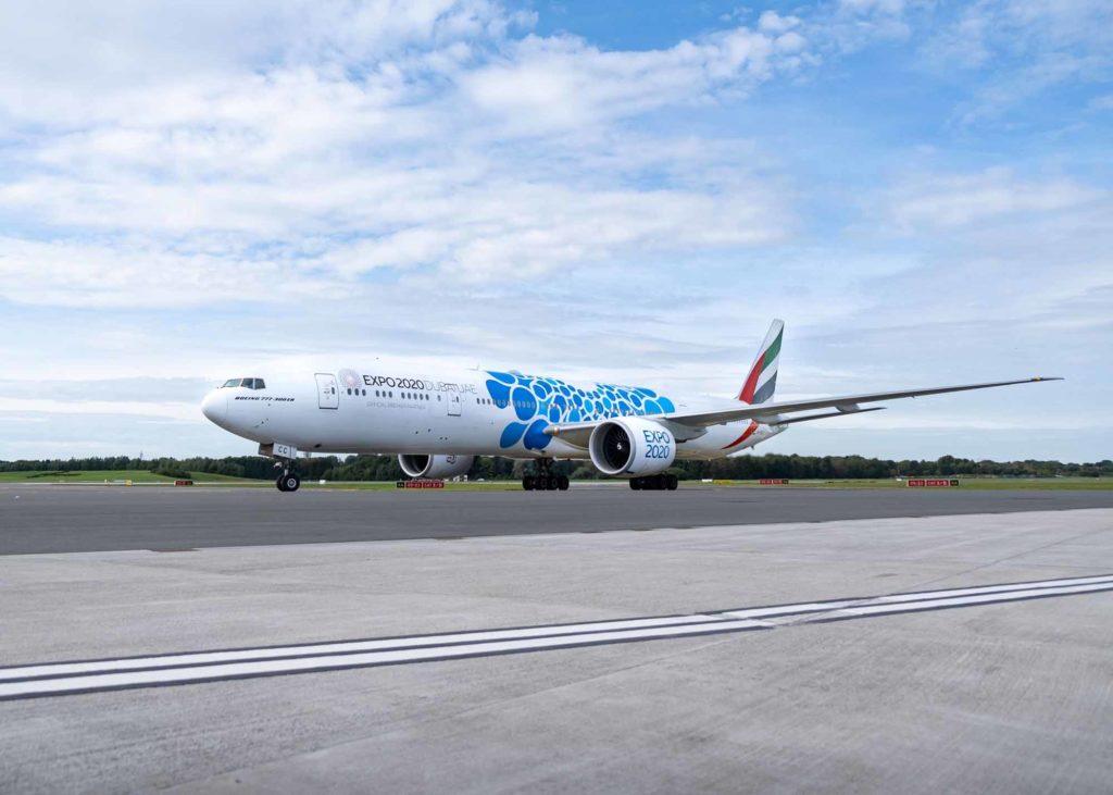 Emirates feierte die Eröffnung der Weltausstellung am 1.10. mit dem Einsatz seiner Expo-Flugzeuge zu seinen vier deutschen Abflughäfen, hier Hamburg. / Foto: Hamburg Airport