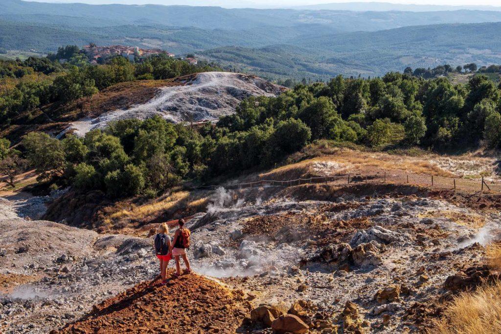 Castelnuovo Val di Cecina. Das Tal des Teufels (Valle del Diavolo) soll Dante bei seiner Beschreibung der Hölle in der Göttlichen Komödie inspiriert haben / Foto: Nicola Santini / ENIT / CC Creative Commons https://creativecommons.org/licenses/by-sa/4.0/deed.de https://openlib.enit.it/