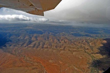 Den besten Überblick über die Flinders Ranges verschafft ein Rundflug. Foto: Ingo Paszkowsky