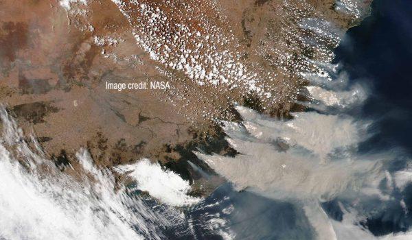 Waldbrände in Victoria und New South Wales. Die Aufnahme stammt vom 4. Januar 2020 vom Suomi NPP-Satellit der NASA / Image credit: NASA