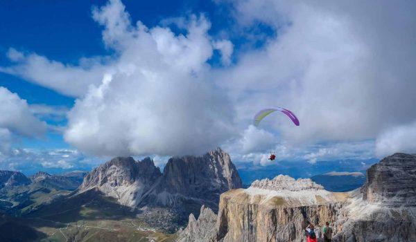 """Eine der Disziplinen beim """"Dolomitenmann"""" ist das Paragliding. Der Wettbewerb ist genau richtig für alle, die den besonderen Kick suchen und körperlich extrem fit sind. / Foto: pixabay / IndiraFoto"""