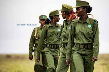 Die erste weibliche Anti-Wilderei-Einheit Ostafrikas in Segera, Kenia, nimmt demnächst ihren Kampf für den Naturschutz auf. / Copyright Crookes & Jackson