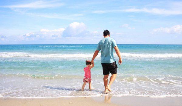 Ein lang ersehnter Sommerurlaub mit der ganzen Familie kann ohne guten Versicherungsschutz schnell zum Desaster werden. / Foto: Pixabay.com © sarahbernier3140 (CC0 Creative Commons)